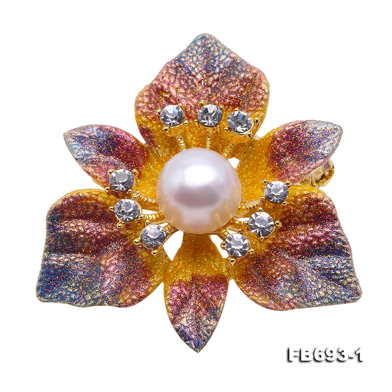 Beautiful 10mm White Pearl Flower Brooch