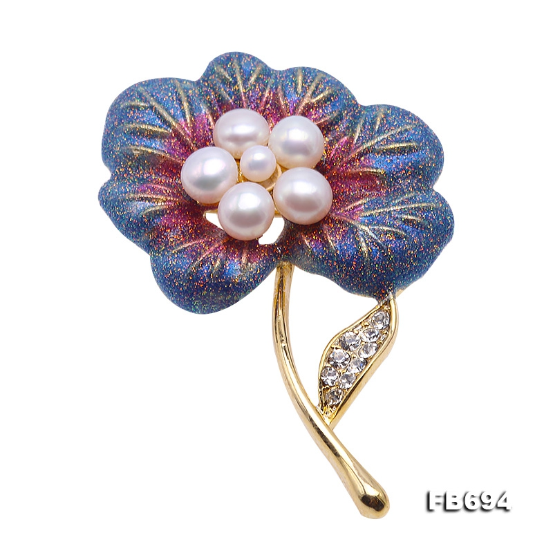 Beautiful 3.5-5mm White Pearl Flower Brooch