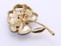 Beautiful 3.5-5mm White Pearl Flower Brooch