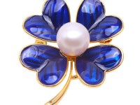 Beautiful 10mm White Pearl Clover Design Brooch