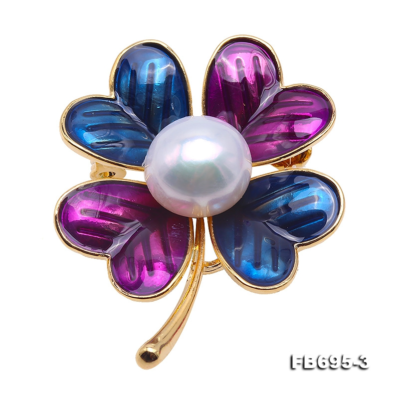 Beautiful 11mm White Pearl Clover Design Brooch