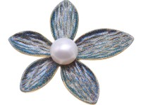 Beautiful 11mm White Pearl Flower Brooch