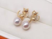 Cute Cat 7.5mm White Freshwater Pearl Earrings in 925 Silver